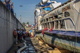 A BRFK rendőrei az ügyészséggel, bűnügyi technikusokkal, a katasztrófavédelem munkatársaival, igazságügyi, illetve műszaki és hajószakértőkkel vizsgálták a roncsot