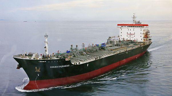 Az amerikai haditengerészet védi az Ománi-öbölben közlekedő tankereket, miután többet támadás ért