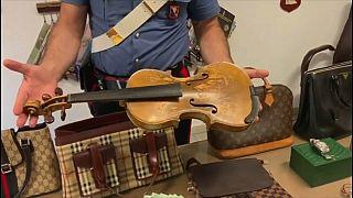 شاهد: الشرطة الإيطالية تستعيد آلة موسيقية مسروقة صُنعت في العام 1713