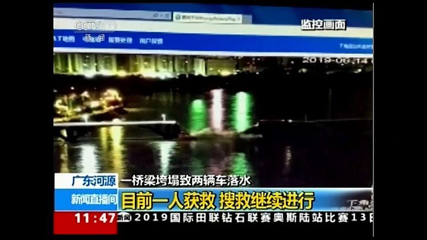 شاهد: انهيار جسر جنوب الصين وسقوط سيارتين في النهر