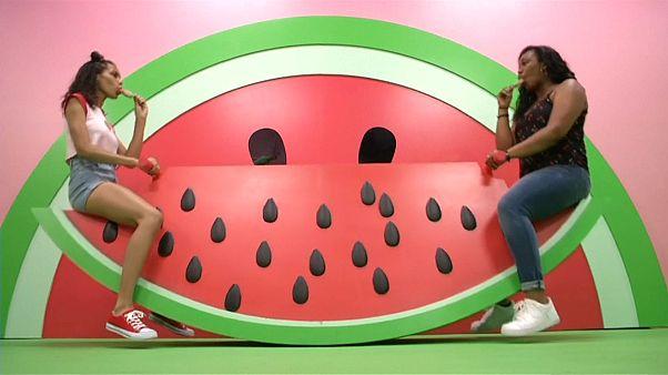 """شاهد: متحف مؤقت يحتفي بـ""""عالم الفاكهة"""" وينقله إلى إنستغرام"""