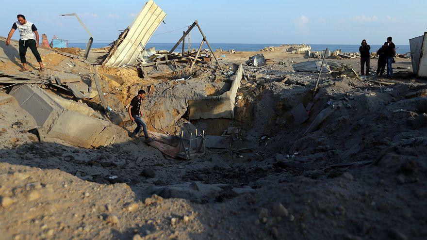 من موقع الغارة الإسرائيلية على مجمع لحماس في غزة