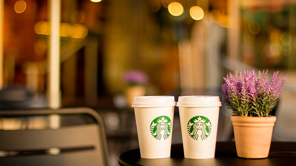 Starbucks rents out reusable coffee cups at UK Gatwick Airport | Living