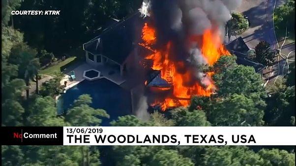 دستکم دو زخمی در پی آتش سوزی در یک عمارت در ایالت تگزاس آمریکا