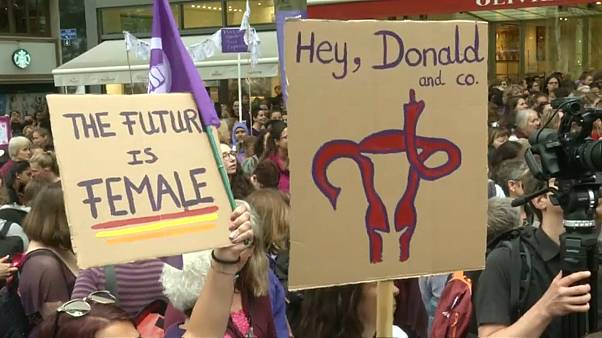 Женщины Швейцарии требуют гендерного равенства