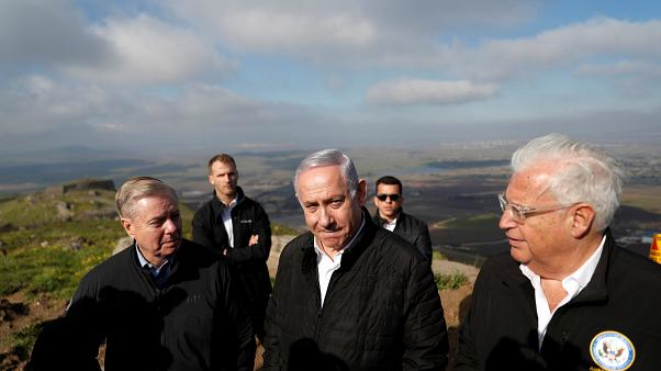 بنيامين نتنياهو والسناتور الجمهوري ليندسي جراهام والسفير الأمريكي لدى إسرائيل ديفيد فريدمان في هضبة الجولان. أرشيف رويترز