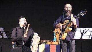 Luis y Paulo, miembros del grupo 'Músicas da Raya'