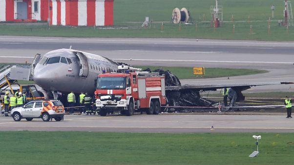 Rusya'da 41 kişinin öldüğü yolcu uçağına düşmeden önce yıldırım çarptı