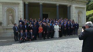 """Strafpredigt: Papst fordert """"radikale Energiewende"""" von Ölbranche"""