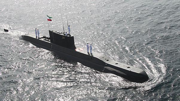 غواصة تابعة لسلاح البحرية الإيراني تمخر في عباب خليج عمان. شباط/2019