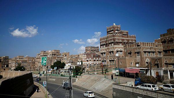 بمباران مواضع حوثیها در صنعا در پاسخ به حمله به فرودگاه ابها عربستان