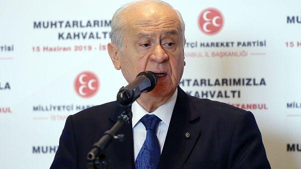 """MHP Genel Başkanı Devlet Bahçeli, Ataköy Sheraton Otel'de """"Muhtarlarla Kahvaltı Programı""""na katılarak konuşma yaptı. ( İslam Yakut - Anadolu Ajansı )"""