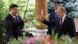 الرئيس الصيني شي جين بينغ ونظيره الروسي فلاديمير بوتين