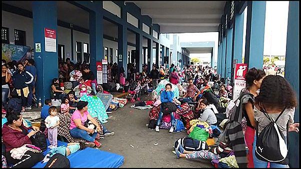 Thousands of Venezuelans descend on Peruvian border