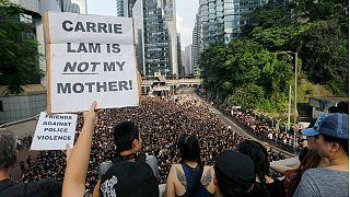 Manifestantes exigem cancelamento do projeto-lei e demissão de Carrie Lam