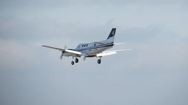 مقتل طيارين إثر تصادم طائرتين خفيفتين في نيوزيلندا