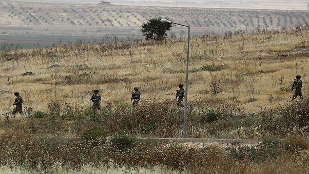 جنود أتراك عند الحدود مع سوريا