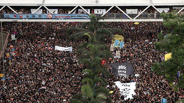 هنگ کنگ؛ معترضان سیاهپوش خواستار برکناری کری لام شدند
