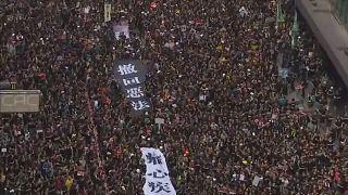 Χονγκ Κονγκ: Δεν υποχωρούν οι διαδηλωτές
