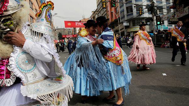 Βολιβία: Πολύχρωμη παρέλαση για τον...Ιησού!