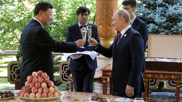 Fagylaltot adott ajándékba Putyin a kínai elnök 66. születésnapjára