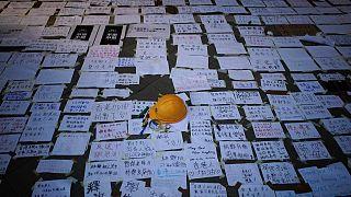 Autoridades de Hong Kong libertam ativista