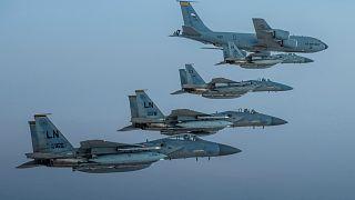 طائرات للقوات الجوية السعودية تحلق في تشكيل مع القوات الجوية الأمريكية