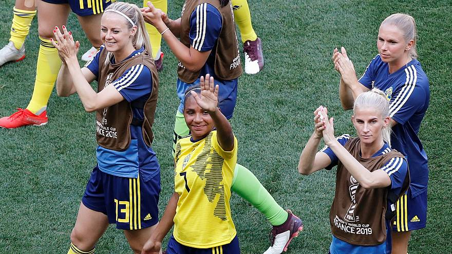 Sweden secured their place in the knockout stage after beating Thailand 5-1