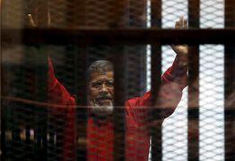 الرئيس المصري السابق محمد مرسي أثناء محاكمته في القاهرة يونيو/حزيران 2015