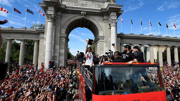 Dois milhões em Toronto para festa dos Raptors