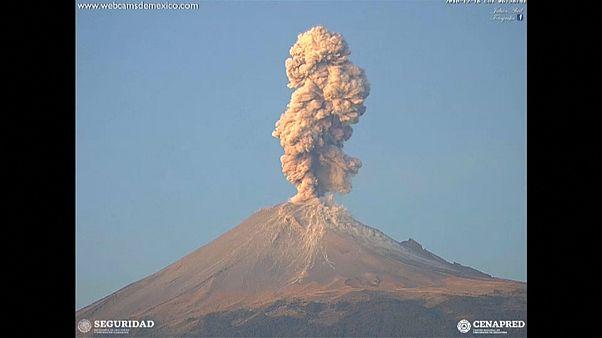 [Vídeo] El volcán Popocatepetl despierta con violencia