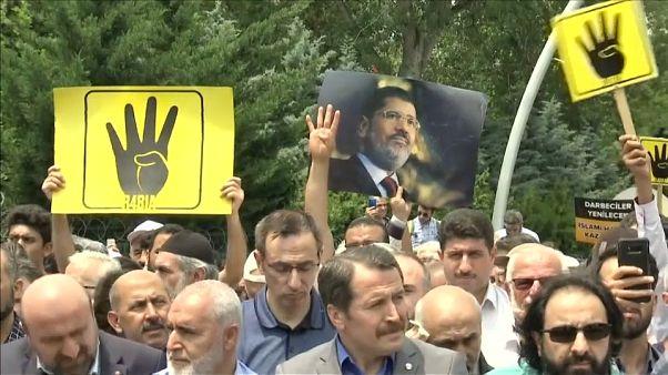 شاهد: إقامة صلاة الجنازة على روح محمد مرسي في إسطنبول
