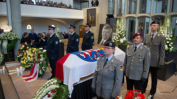 مراسم تشییع پیکر والتر لوبکه، نماینده و فرماندار شهر کاسل آلمان که در منزلش کشته شد