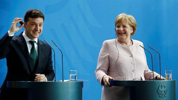 Antrittsbesuch: Merkel ignoriert Forderung von Selenskyj