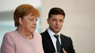 Ангелу Меркель затрясло на встрече с Зеленским