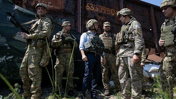 دیدار زلنسکی با نظامیان در شرق اوکراین