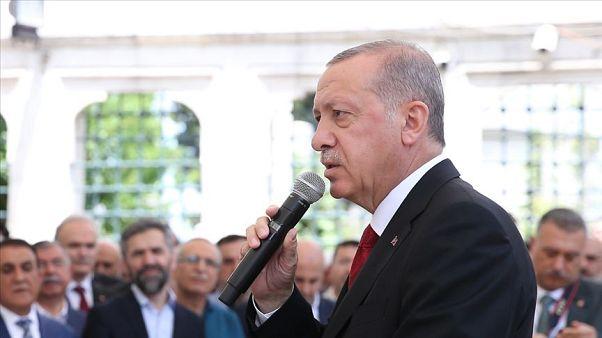 Erdoğan Mursi'nin gıyabında kılınan namaza katıldı: Normal bir ölüm olduğuna inancım yok