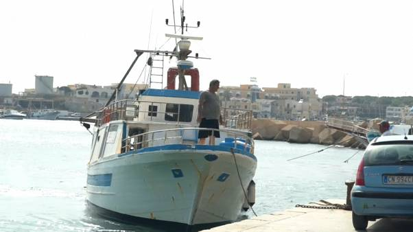 "Au large de Lampedusa, le ""Sea-Watch 3"" dans l'attente"