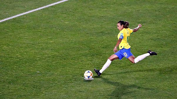 La Brésilienne Marta en train de tirer son penalty face à l'Italie - 18/06/2019