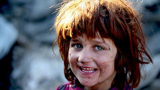 Mülteci kampında bir Afgan kız çocuğu