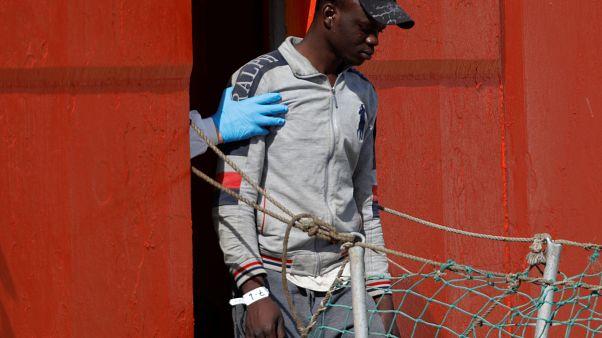 """""""يورونيوز"""" تسلّط الضوء على """"ملف العنصرية"""" تجاه اللاجئين في إيطاليا"""