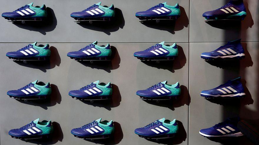Adidas pierde la batalla de las tres bandas paralelas