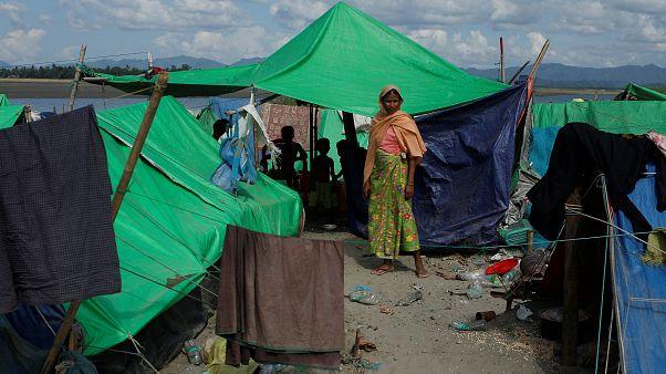 امرأة من الروهينغا في مخيم مؤقت قرب حدود ميانمار مع بنجلادش