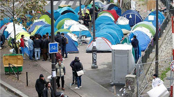 پلیس فرانسه یک کمپ محل تجمع مهاجران در پاریس را برچید