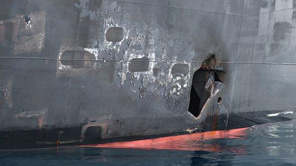 صورة تظهر الضرر الذي لحق بناقلة نفط تعرضت لهجوم في خليج عمان التقطت في 17 يونيو حزيران 2019