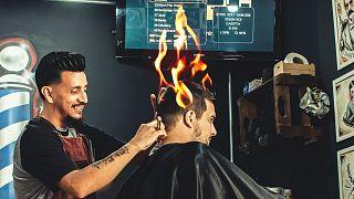 حلاقة الشعر باستخدام النار - وصرة توضيحية