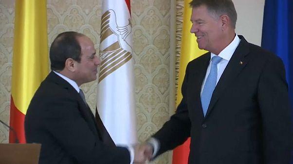 الرئيس المصري عبد الفتاح السيسي مع نظيره الروماني كلاوس يوهانيس