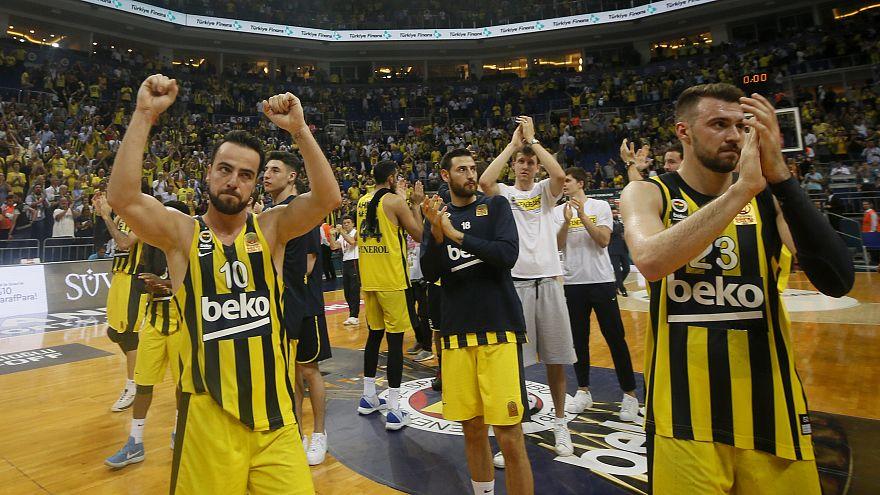Fenerbahçe Beko, Anadolu Efes karşısında seriyi 3-3'e taşıdı
