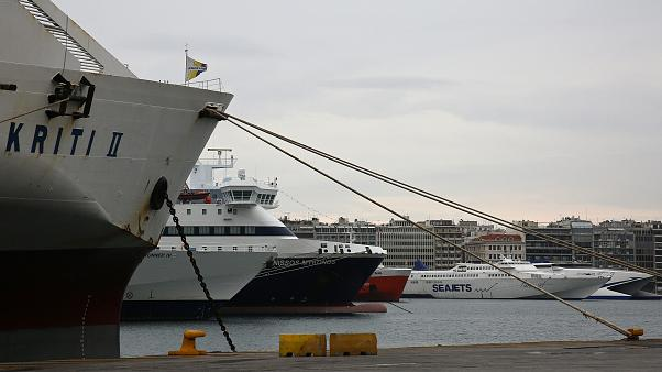 Επιστρέφει στον Πειραιά καταμαράν με 127 επιβάτες λόγω βλάβης