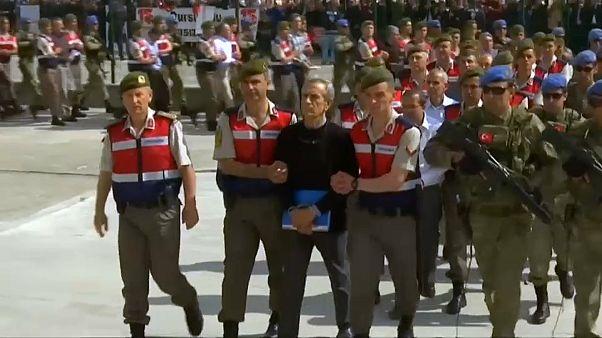 Lluvia de cadenas perpetuas en Turquía por la intentona golpista